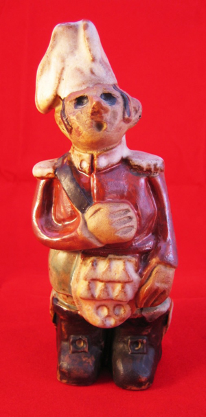 Tremar Pottery People Series - Highlander - Front - Photo by lansdorf on www.ebay.co.uk