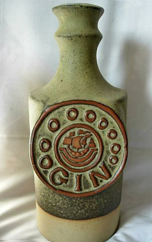 Tremar Pottery - Decanter/Bottle, Gin, 9.3 Inches (23.5 cm) High - Photo by flutterby1 on www.ebay.co.uk