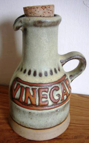 Tremar Pottery Bottle for Vinegar - 13 cm/5 inches tall, 9.5 cm/3.75 inches diameter at base - Photo by pilgrim-lee on www.ebay.co.uk