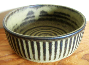 Tremar Pottery Bowl, Stub - 4.5 cm/1.8 inches tall, 11 cm/4.3 inches diameter - Photo by pilgrim-lee on www.ebay.co.uk