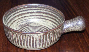 Tremar Bowl, Stub - 5.5 cm/2 inches tall, 13 cm/5 inches diameter - Photo by alifox1 on www.ebay.co.uk