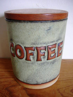 Tremar Pottery Container, Coffee - 13 cm/5 inches tall, 9.5 cm/3.75 inches diameter - Photo by pilgrim-lee on www.ebay.co.uk