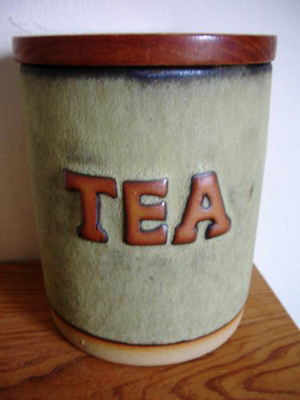 Tremar Pottery Container, Tea - 13 cm/5 inches tall, 9.5 cm/3.75 inches diameter - Photo by pilgrim-lee on www.ebay.co.uk
