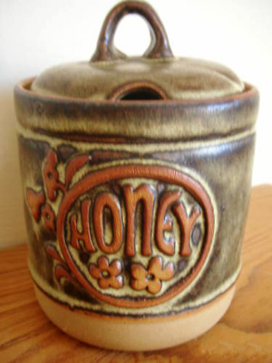 Tremar Pottery Jar, Honey - 13 cm/5 inches tall, 9 cm/3.5 inches diameter - Photo by pilgrim-lee on www.ebay.co.uk