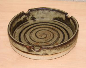 Tremar Pottery - Ashtray - Medium to Dark Brown - Photo by 6965pauline on www.ebay.co.uk